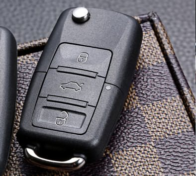 How to replace the button battery with the car remote control key?