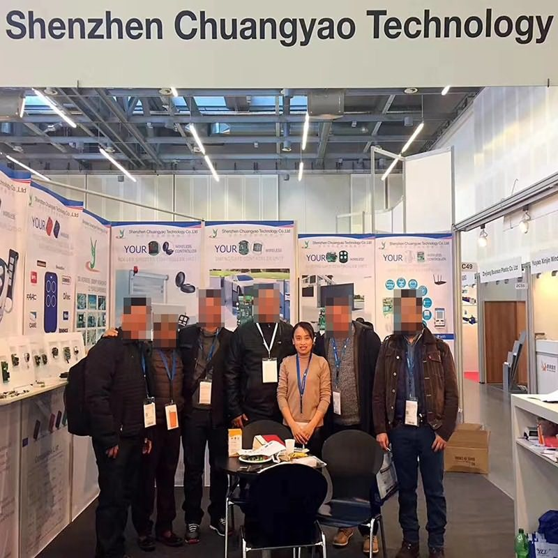 Manager Liu of smart home control system YET took a group photo with the client.